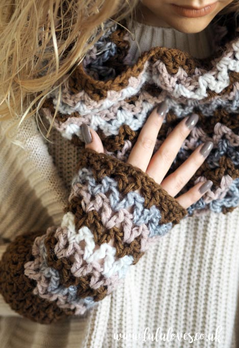 Lululoves: Crochet V-Stitch Cowl Pattern